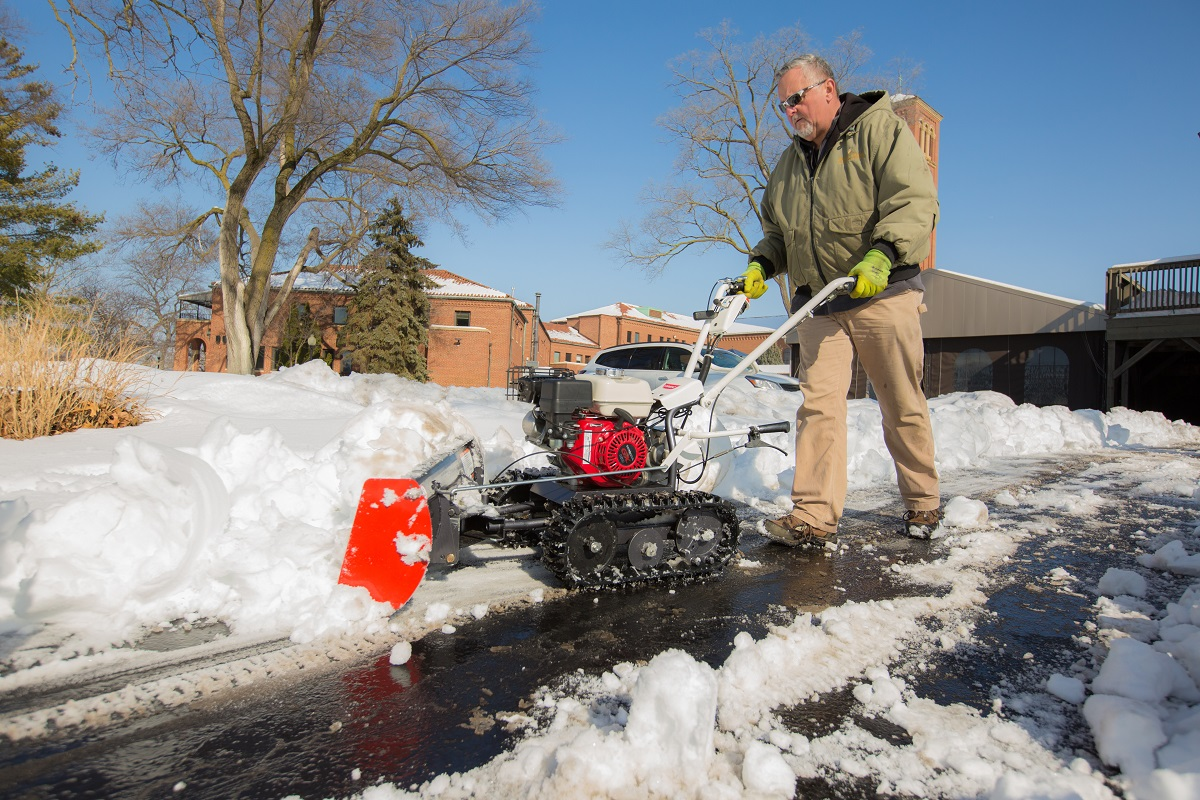 Removing-Snow-Sidewalks